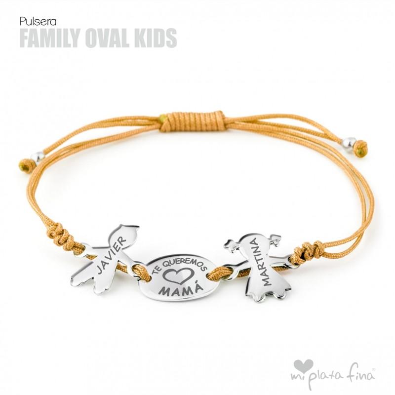 b677f96bc4dd Pulsera Figura Niños con nombre como regalo en el Día de la Madre